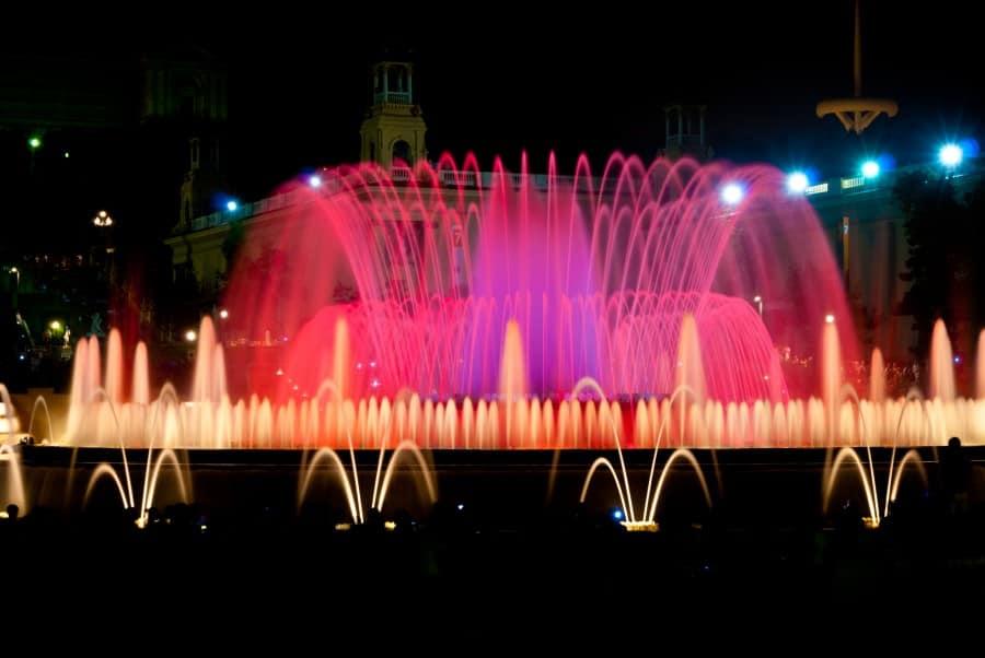 Световое шоу фонтанов Монжуика в Барселоне