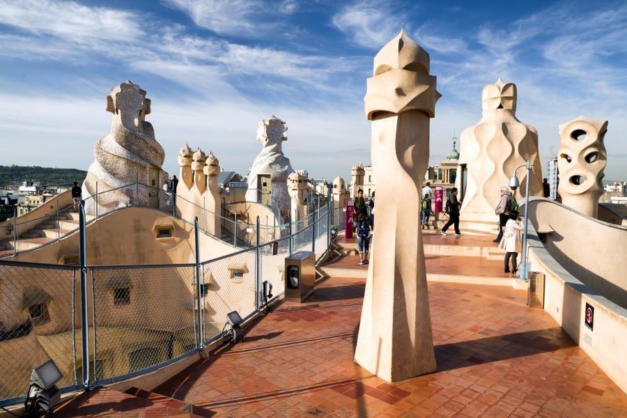 Вид на крышу дома Мила в Барселоне