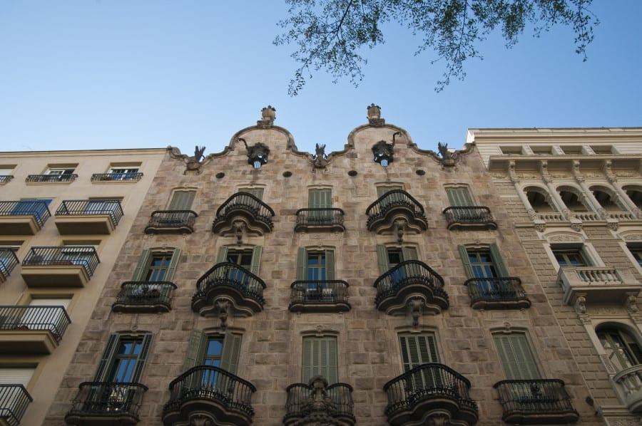 Внешняя отделка Дома Кальвет в Барселоне