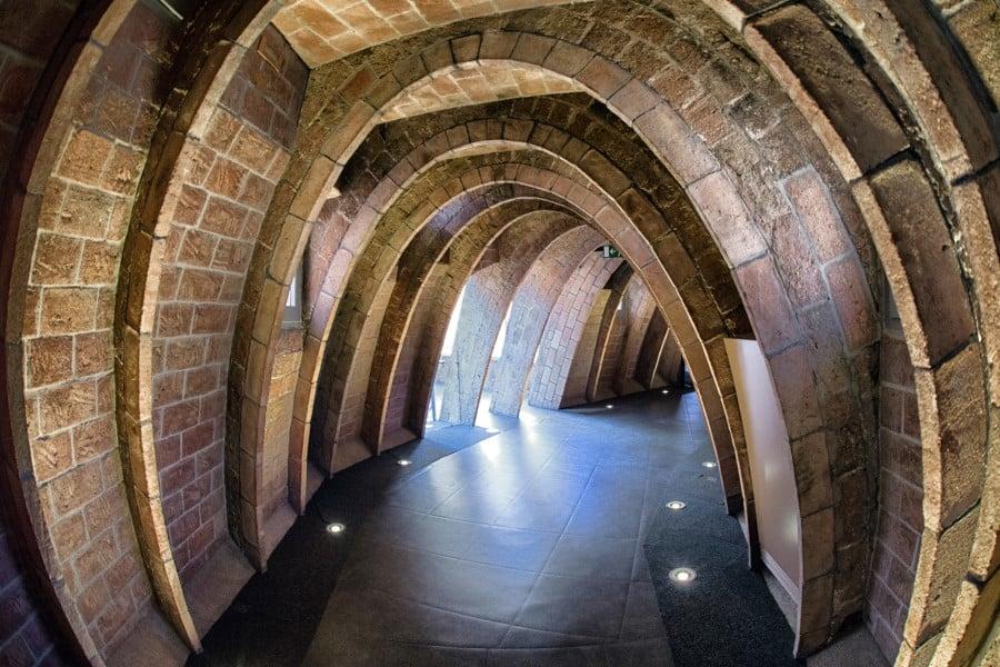 Внутреннее оформление внутри дома Мила на Барселоны