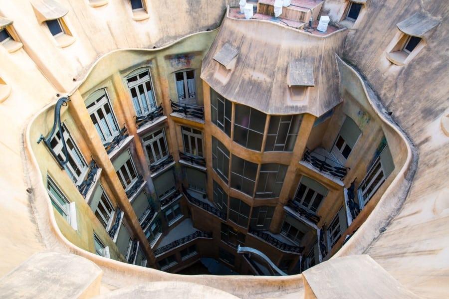 Внутренний двор дома Мила в Барселоне