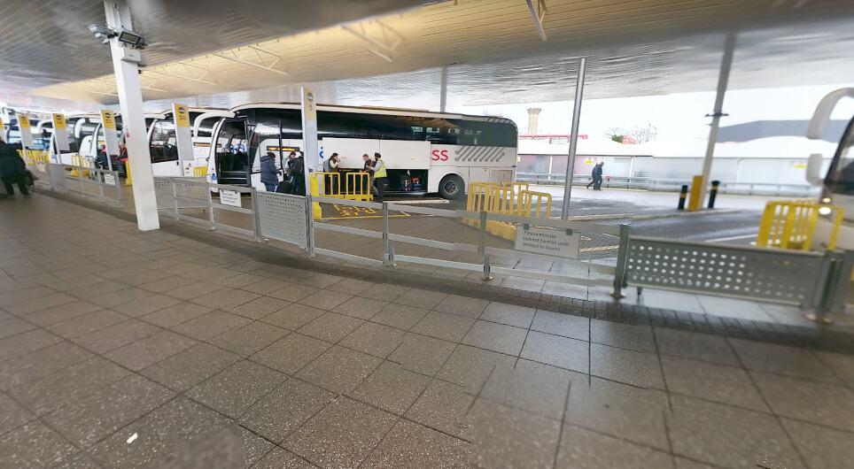 Остановка автобусов в Хитроу