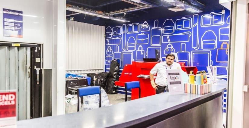 Стойка регистрации в Excess Baggage Company