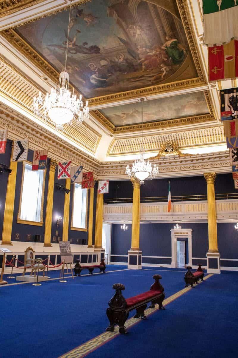 расписанный потолок в Дублинском зале