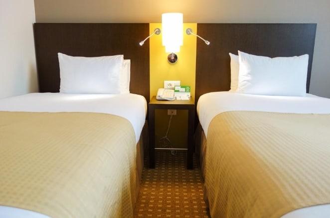 Две кровати в Holiday Inn Paris CDG Airport