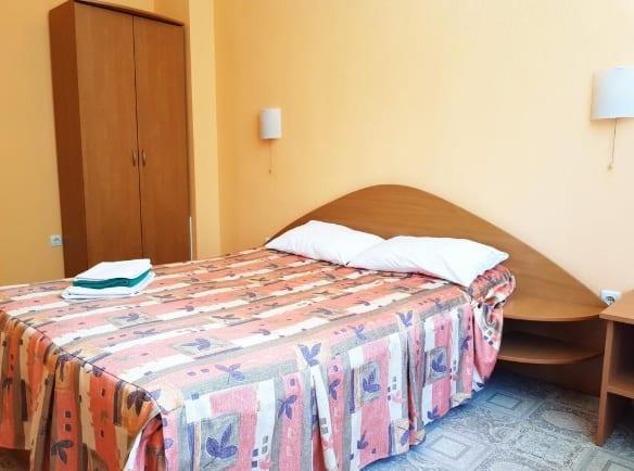 Кровать в Отеле Симферополь
